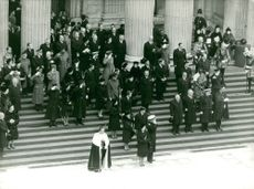 The crowd at the steps of Cathedral for the funeral of Winston Churchill, 1965