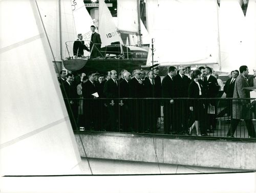 Charles de Gaulle lead the marched of political leaders of France following the Coffin.