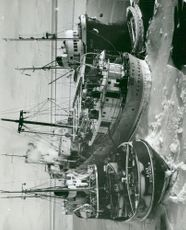 The cargo vessel unloads the Gudrun ship as a haven