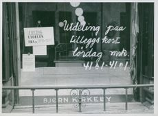 Information about rationing written on window but no merchandise, Norway 1942.