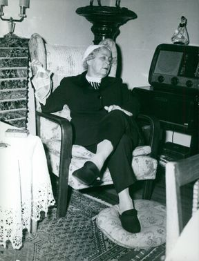 Marga Boodts sitting down with her legs crossed.