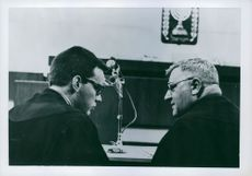 Two man talking in Adolf Eichmann trial.