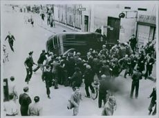 Men are creating violence on the road during a war in Denmark and Germany.