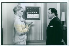 Jason Alexander and Faye Dunaway in the film Dunston Checks In, 1996.