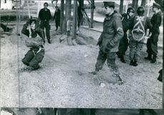 Soldiers trained in the field during the Tyskland war.