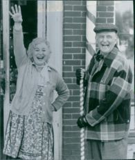 Rebecca Schull and Peter Boyle in a scene from the movie That Darn Cat, 1997.