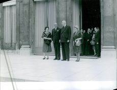Charles de Gaulle having discussion with the people standing next to him.
