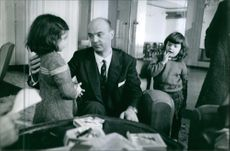 Gaston Naessens with his two children. 1964.