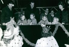 Juan Carlos with people and children.