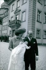 Princess Benedikte of Denmark and Richard, 6th Prince of Sayn-Wittgenstein-Berleburg, with their baby. 1969.