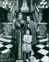 Kathleen Turner as Claudia, Martin Short as Murray and Mara Wilson as Anabel Greening in the film A Simple Wish, 1997.