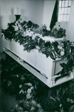 A coffin with a decorated flowers during Tyskland war, 1939.