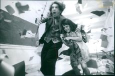 A scene from the film A Simple Wish with Mara Wilson as Anabel Greening and Martin Short as Murray, 1997.