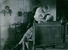 A scene from the film Only a Mother with Åke Fridell as Inspector and Eva Dahlbeck as Maria, aka Rya-Rya, 1949.