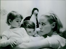 Geneviève Page with her children.