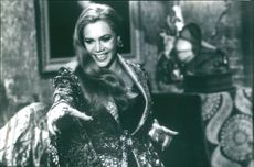 """Kathleen Turner stars as the evil claudia in the film """"A Simple Wish"""", 1997."""