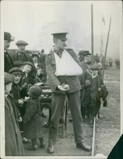 "The wounded corporal could not resist the invitation to have a shot at ""Kaiser Bill"".1915"