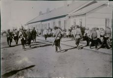 Hungry Russian soldiers arriving at Mukden. 1904.