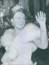 Portrait of Princess Irene while waving.