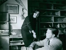 A photo of Queen Margarita Gómez-Acebo y Cejuela and Prince Simeon II of Bulgaria together in a room.