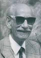 Portrait of Roland Schütt wearing sunglass.