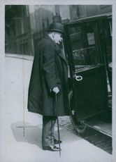 Governor Of The Bank De France, Georges Robineau, getting on his car. 1925.