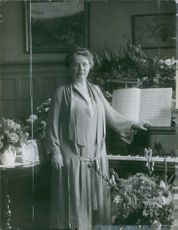 Pianist, Martha Ohlsson standing next to a piano.