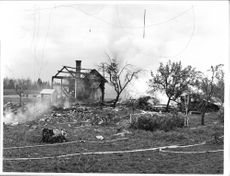 The burning farmhouse in Vikbo after the the Saab 32 Lansen crashed in to it.