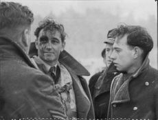 The injured manager in English aircraft, Wing Commander Edwards wrecked at Bromma
