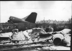 A reabomb aircraft of type Canberra crashed in Nottingham and was completely destroyed