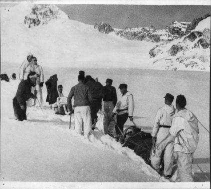 Passengers carried out in sledges by Swiss soldiers from the accident scene on Gauliglacier