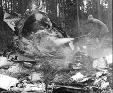Extinguishing of the wrecked aircraft wrecks where an officer cadet Erik Gunnar William Lindevall was killed in a collision between two fighter aircraft of type J 29
