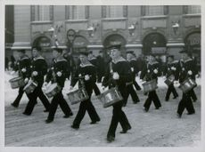 STOCKHOLM WINTER: came with said severe cold to watch the parade had to go without music, but so many more drums fleet.