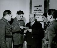 The Chief of Police of Cochabamba, Carlos Alam-Ones, giving orders to his Police officers.