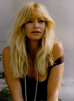 US film actress Goldie Hawn, wearing a pearl necklace.