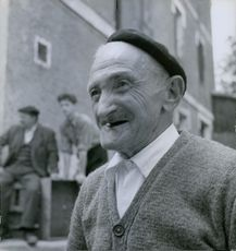 A picture of an old man smiling.