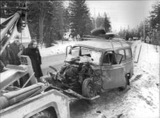 Traffic accident in Hindås. The smaller van in which the family was traveling made the whole frame demolished