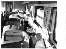The devastation inside the carriage on the express train Siljan was great. The benches on the side of the carriage as described by långradaren evicted aside.