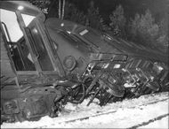 10 people received cuts and shock damage after passenger train on Nynäsbanan derailed at the station Handen Haninge