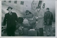 The detectives Lars Kollander, Arthur Larsson and Olle Jörnander arrive with a military plan