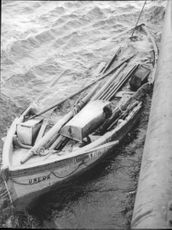"""""""Onegas"""" glaciated lifeboat was photographed from the destroyer Hälsingland, who found it."""