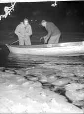 Reconnaissance Crew grapnels after the boys drowned after playing on the ice in Nyköping