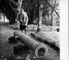 Duke of Argyll, looking at the old cannon.
