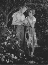 """A scene from the movie """"Enjoy Your Youth"""" starred Peter Höglund and Birgit Tengroth."""