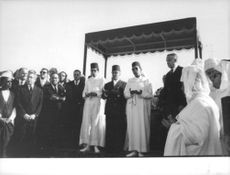 People and relatives were gathered during Mohammed V's funeral. 1961