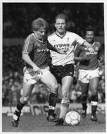 Gordon Strachan and Steve McMahon are fighting for the ball