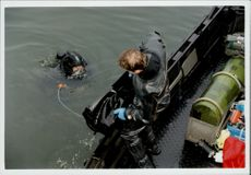 Palme murder. Diving in the water outside Rosenbad after the Palme weapon