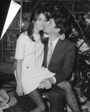 Paul and Talitha Getty kissing.