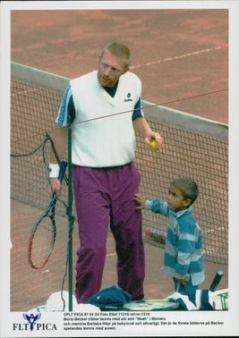 Boris Becker trains tennis with the Noah son.