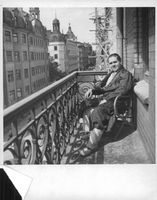 Jussi Björling relaxing on a balcony